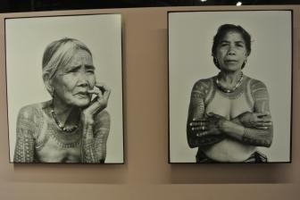 Dernière femme kainga tatouée à droite. Philippines, 2011